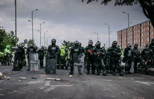 Bloqueos y enfrentamientos con el Esmad complican movilidad en Bogotá