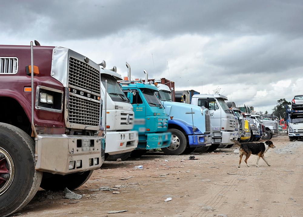 Tercer día en protesta de camioneros en la capital