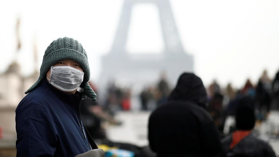 París registra el primer muerto por coronavirus fuera de Asia