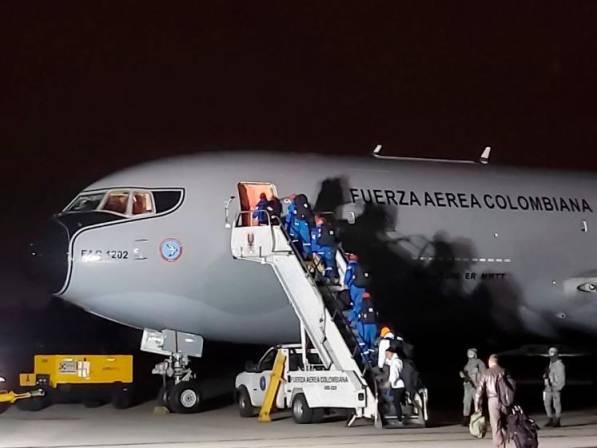 Colombianos que vienen de Wuhan llegarán a Bogotá a las 10 de la noche
