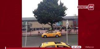 Filas para entrar a Centro Comercial Plaza Imperial.