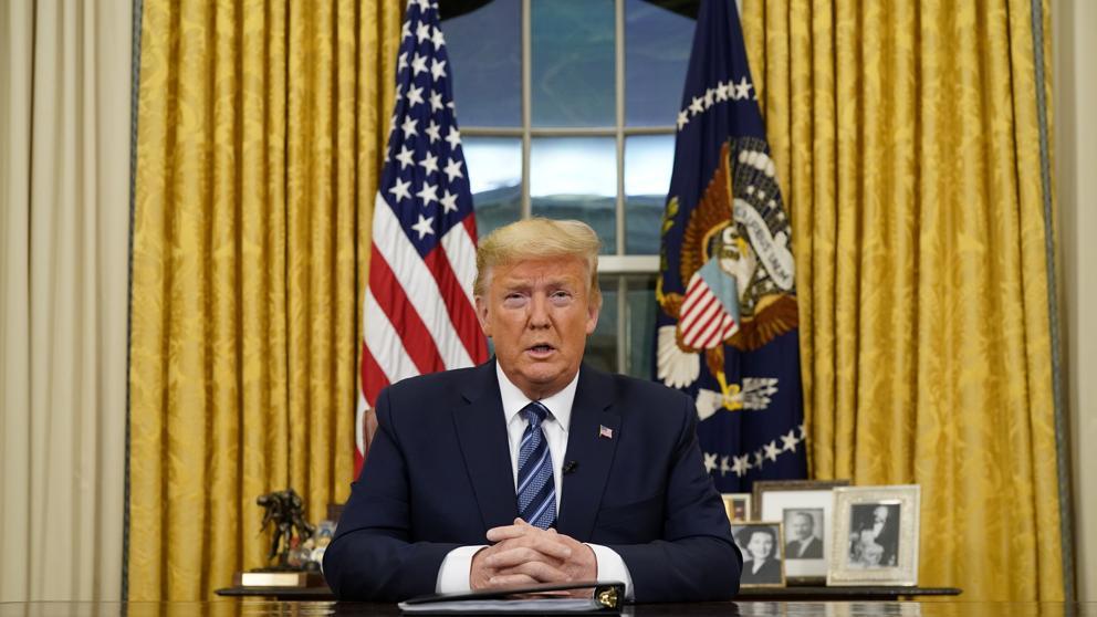 Trump suspende formalmente la inmigración a EE.UU.