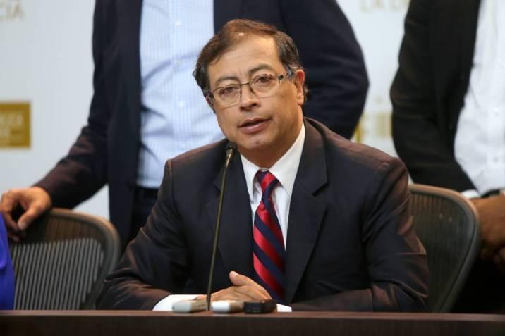 Gustavo Petro Vuelo Humanitario Colombia