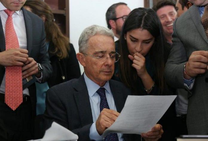 Se filtra correo que implica a Uribe con perfilamientos