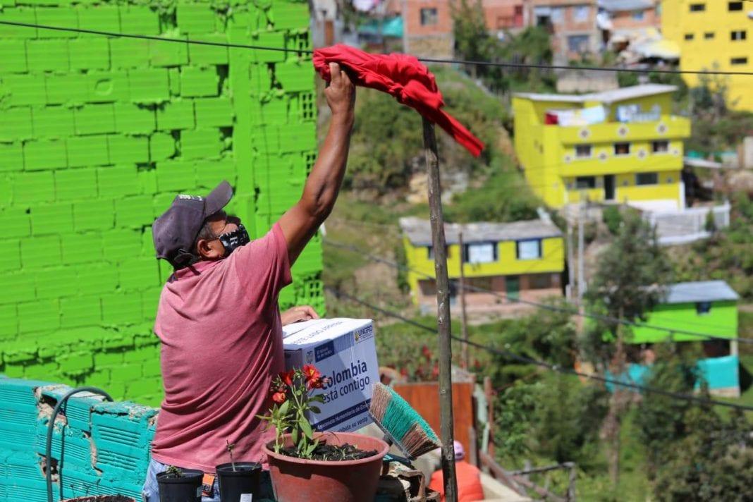 Toque de queda en Soacha Colombia trapo rojo