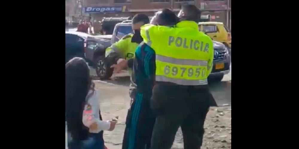 denuncia hombre agredido frente a esposa e hijos