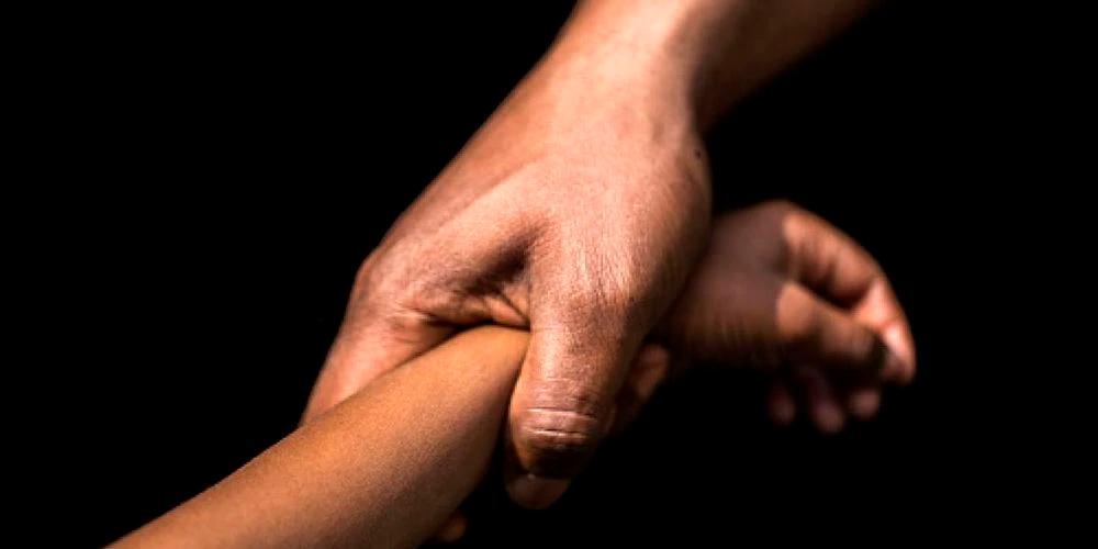 padre violó a su propia hija