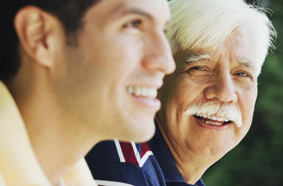 Adultos mayores y jóvenes