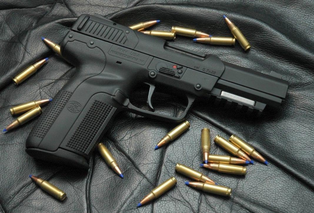 Indígenas arma de fuego