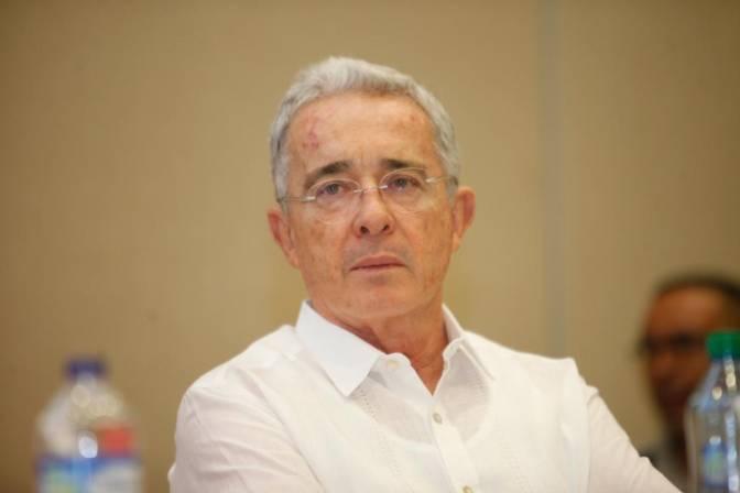 Álvaro Uribe se siente en un secuestro