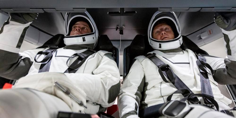regreso astronautas Spacex pese a huracán