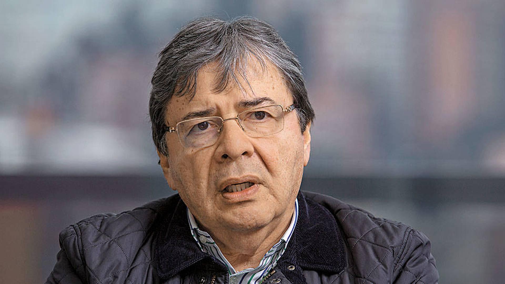 Carlos Holmes Trujillo, Moción de censura