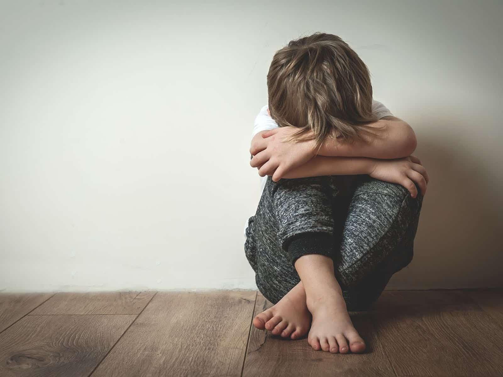 Maltrato infantil niño