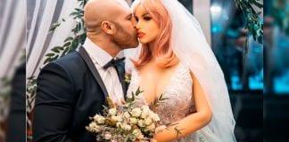 Hombre cumplió sueño de casarse con muñeca de plástico