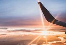 ¿Por qué recomiendan no solicitar agua o café en un vuelo