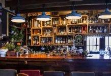 Distrito y dueños de bares y discotecas acuerdan plan piloto para reapertura
