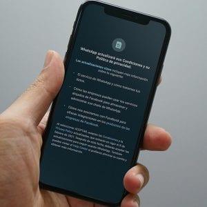 WhatsApp dejará de funcionar para quienes no acepten sus políticas-Momento24