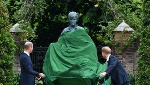 En el cumpleaños de Lady Di sus hijos inauguran estatua-Momento24