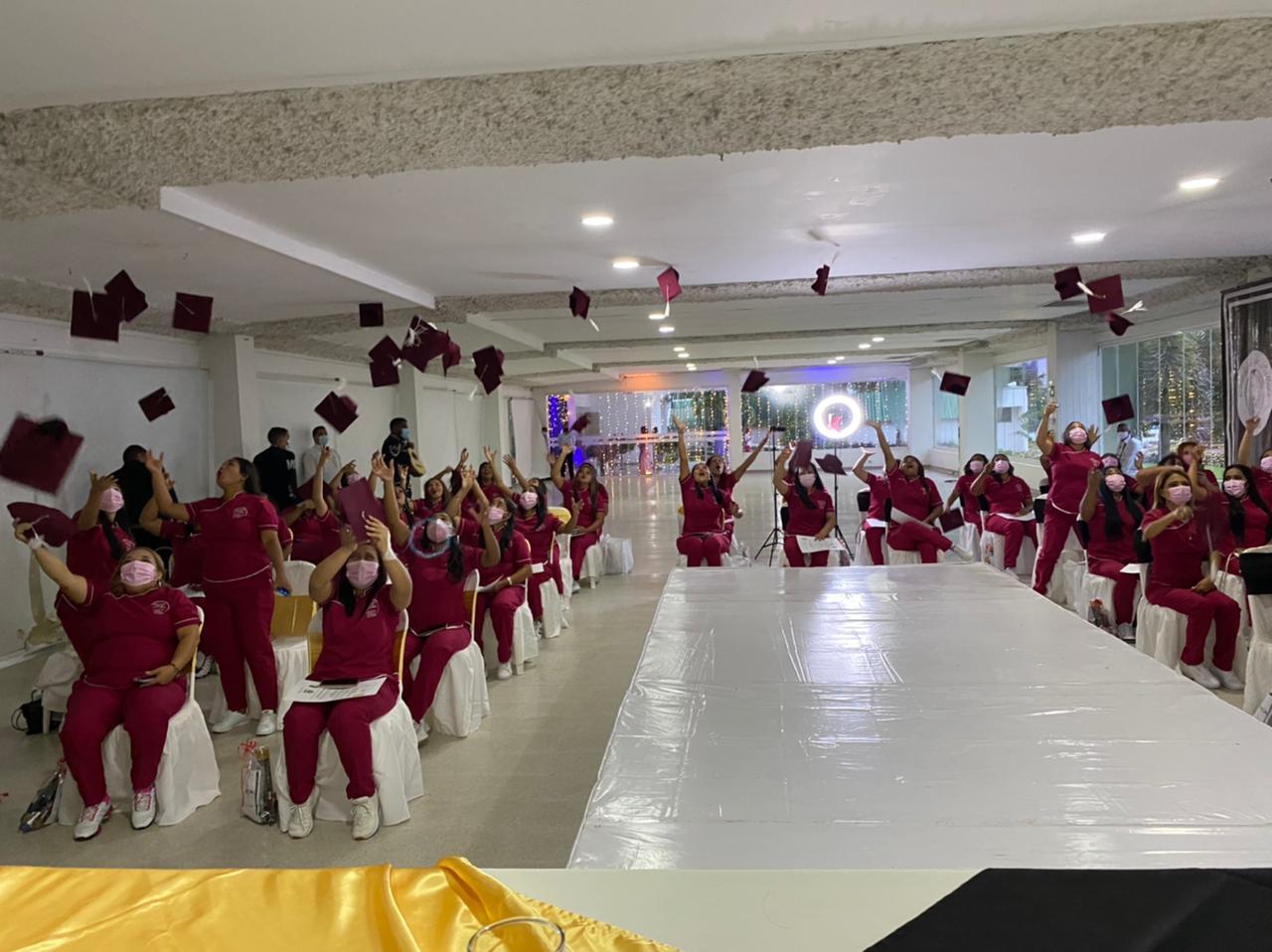 50 mujeres de Montería se graduaron en técnicas de peluquería