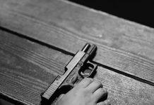 Bebé mató a su madre con pistola del papá
