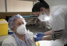 Tercera dosis contra el Covid-19 será puesta a mayores de 70 años sin cita